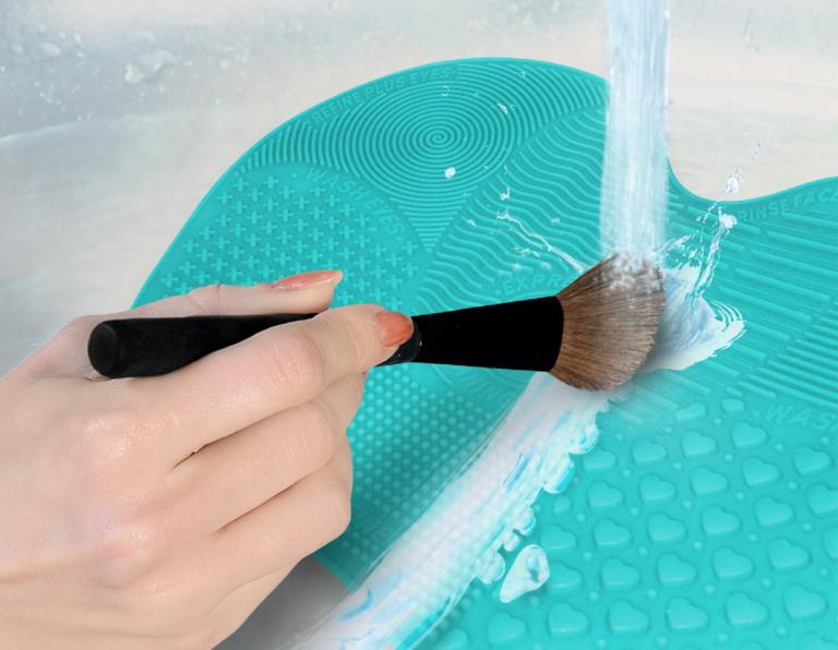 Makeup brush cleaning mat